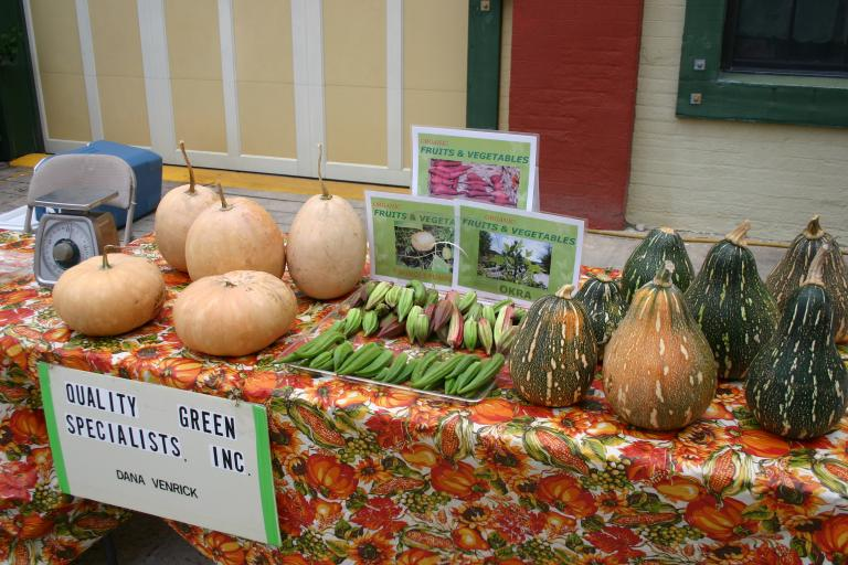 web_images/artisan_alley_farmers_market_october_3__2014_close-up_img_0603.jpg