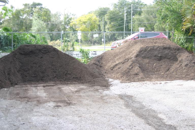 compost_on_left___potting_soil_11-14-15
