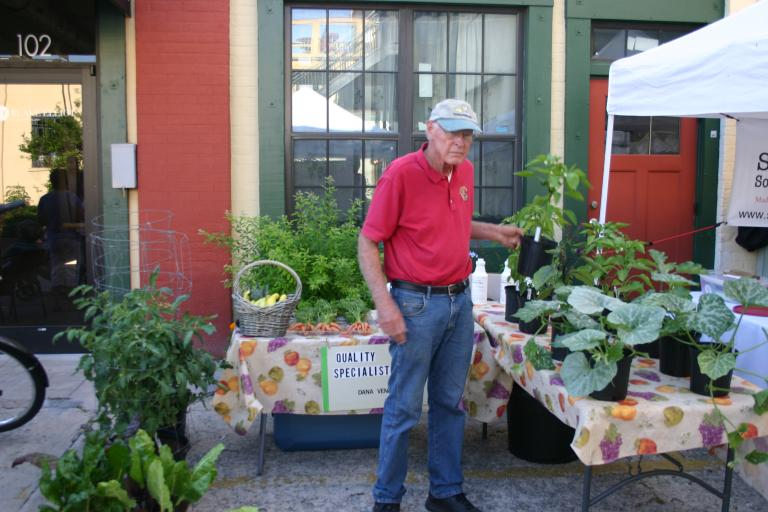 web_images/dana_venrick_at_farmer__s_market_qgs_display_4-24-15_img_1482.jpg