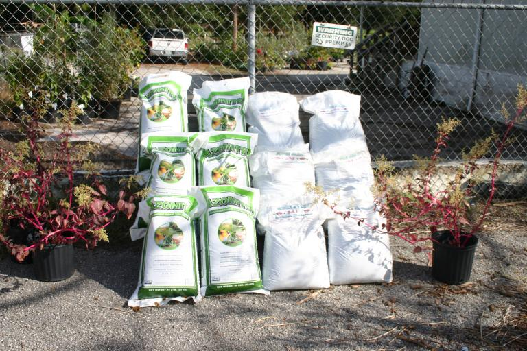 nursery_display__azomite___3-0-5_fertilizer